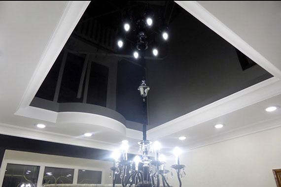 Глянцевый натяжной потолок, пример.